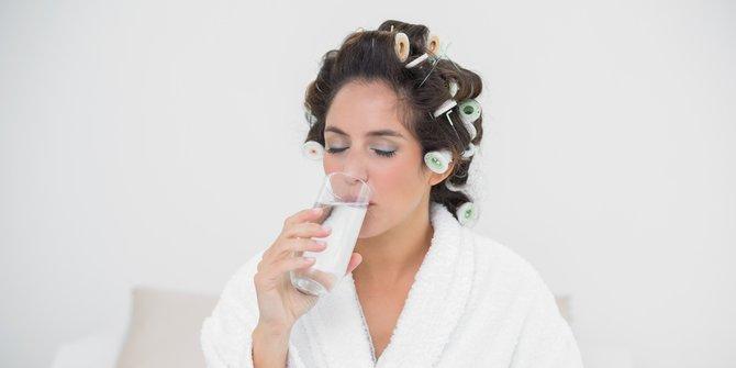Baguskah Terlalu Banyak Minum Air Putih?